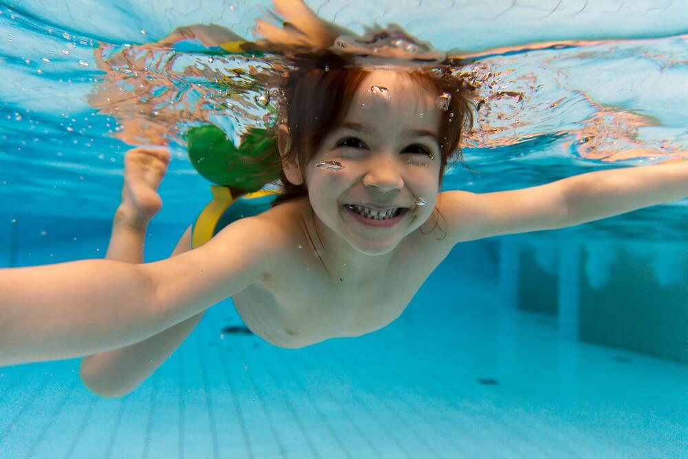 cuidado com crianças na piscina - hth