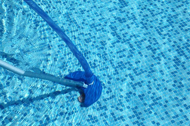 Limpar a piscina como fazer a aspiração