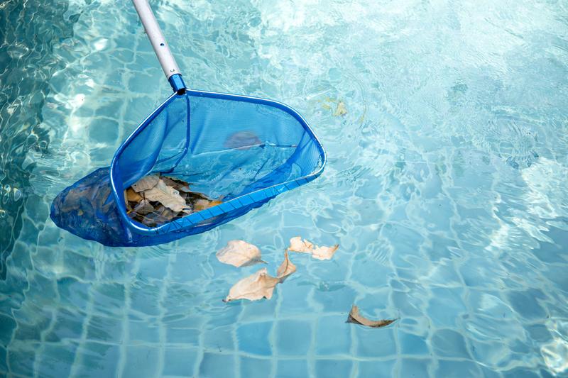 cuidados com a piscina no outono e inverno