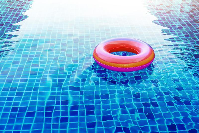 Você sabe porque a piscina pode ficar com forte cheiro de cloro