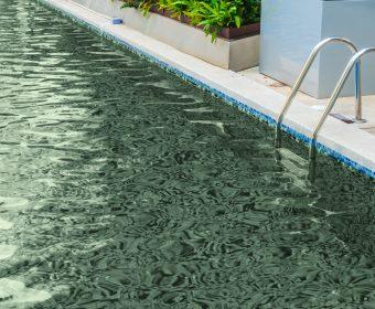 como limpar a água da pisicna colorida hth produtos para piscina