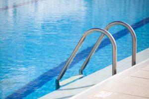 Como e quando trocar a areia do filtro da piscina hth