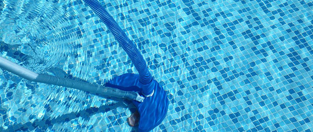 Qual a melhor forma de fazer a aspiração da piscina hth