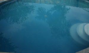 Saiba como tratar a água da piscina branca, leitosa ou opaca hth