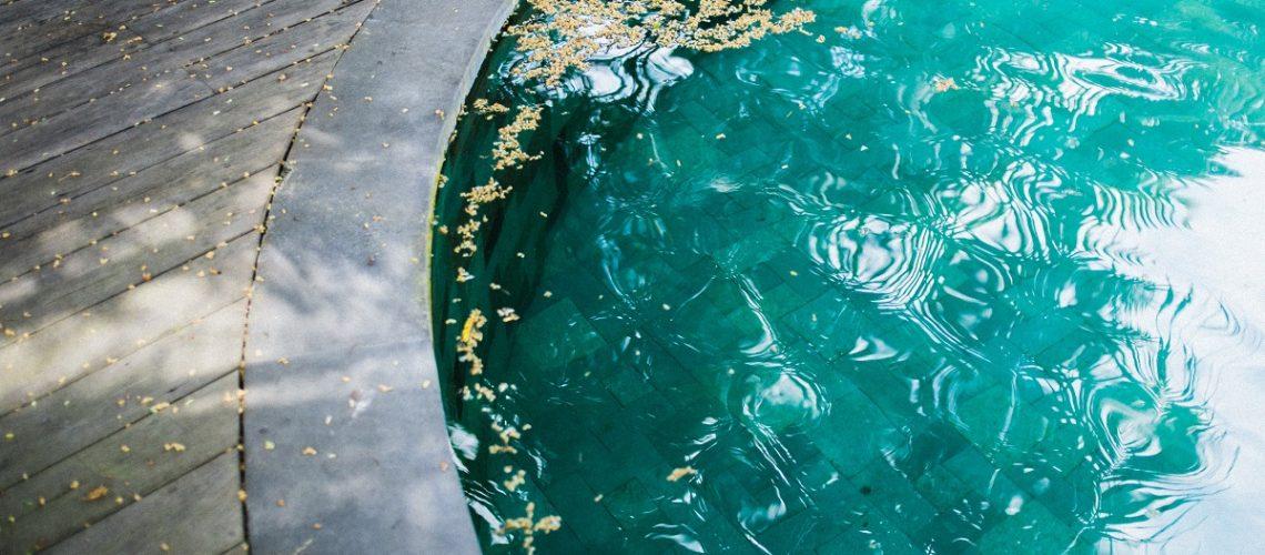 Como fazer a limpeza de piscinas no inverno